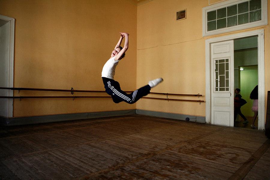 俄罗斯芭蕾舞学生的艰苦练舞生活