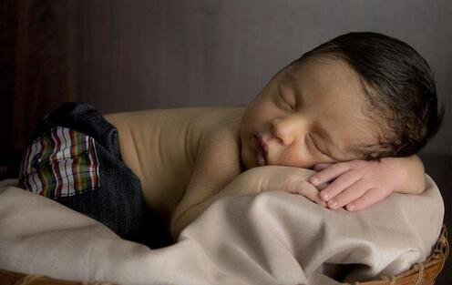 夏日炎炎 5大妙招助您的宝宝安然入睡 附快速入睡法