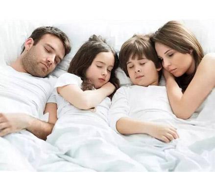 与父母同床睡  孩子独立性差