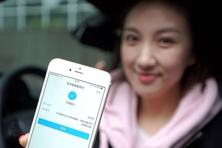 喜大普奔 杭州全国最早实现道路停车无感支付