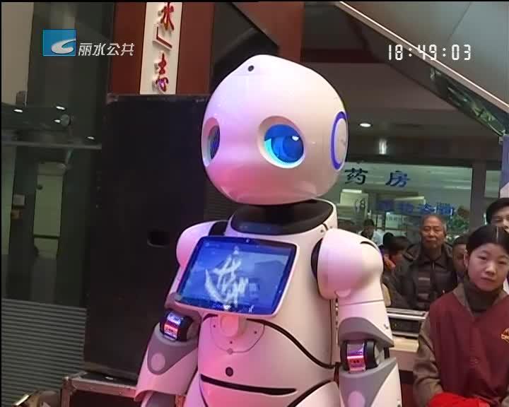 """医疗机器人""""上岗"""" 为市民提供智能服务"""