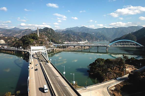 """城市变迁的""""年轮"""":桥梁见证城市成长"""