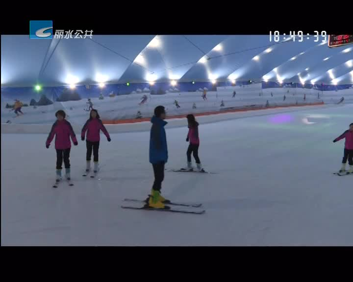高温经济:滑雪场成消暑乐园