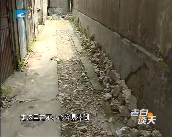 污水管网改造道路被挖 居民出入受影响