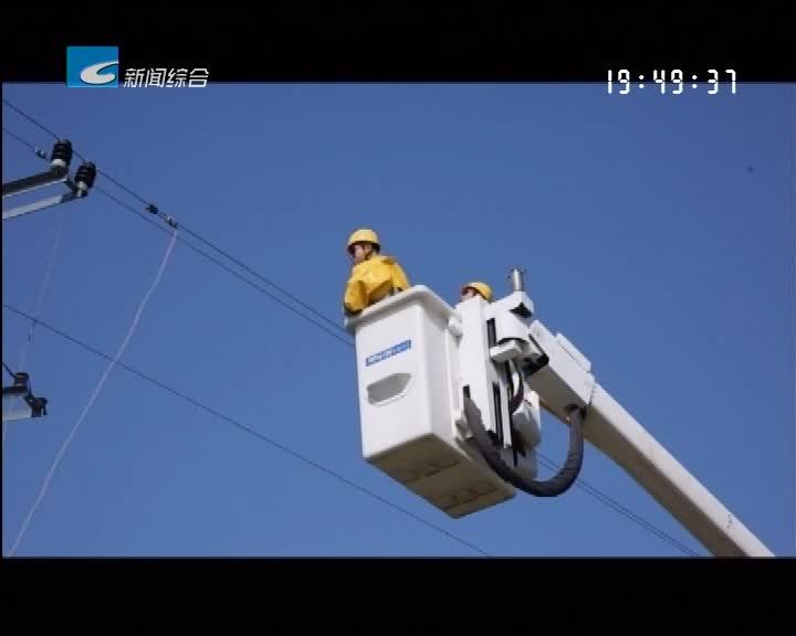 高温下的坚守 :电力工人带电作业保供电