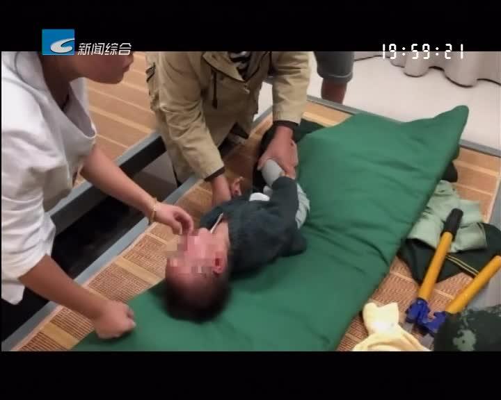 儿童顽皮头卡塑料圈 消防官兵迅速施救