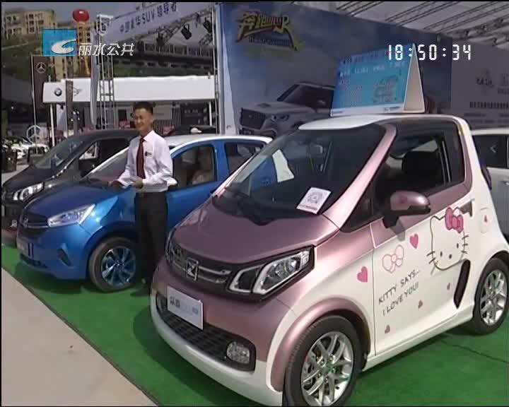 """车展第二天人气爆棚 新能源汽车""""吸粉""""不少"""