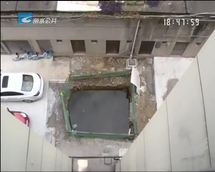 [小尹热线]手续齐全却无法施工 电梯停建现场留一大坑