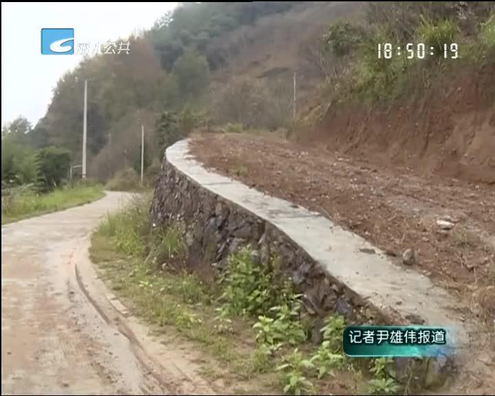 小尹热线:通村道路刚开工 半个月就停工两次