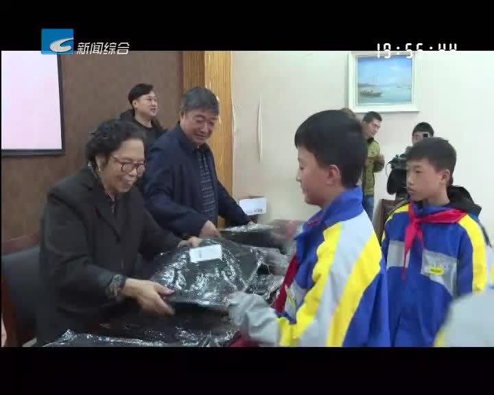 《最美丽水好人》:诚信奶奶陈金英给乡村学校送爱心羽绒裤