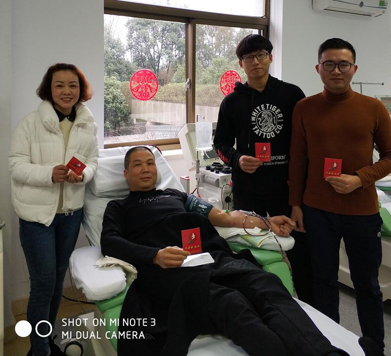 热血家庭——一家人四口齐献血