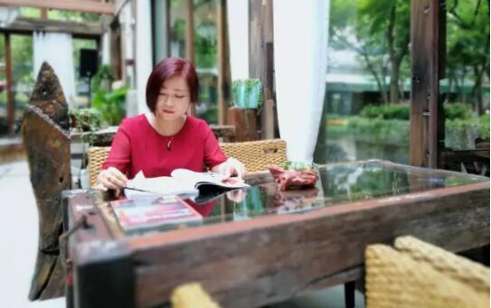 """这个美女华侨说,自己要成为""""女版马云""""!她的生意经,快点来听听!"""