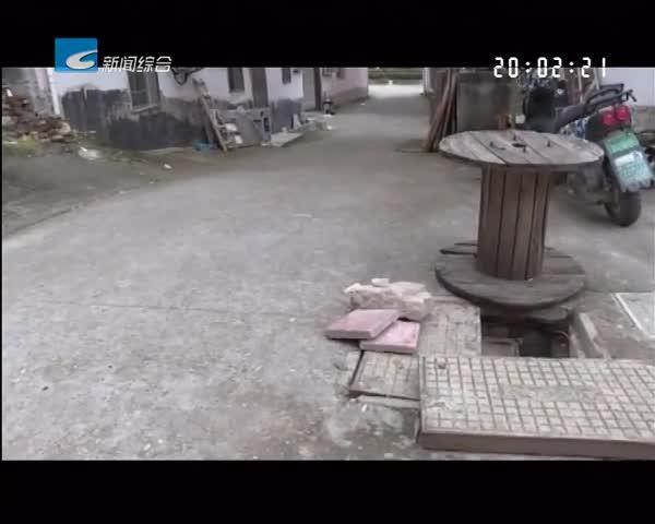 """百姓热线:小区井盖受损无人管 居民担心""""留口""""存隐患"""