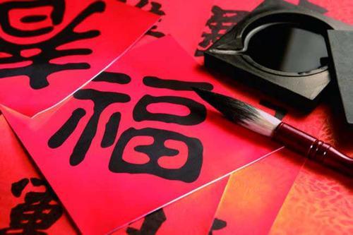 """松阳县城东社区人防工作站开展""""春暖人心 福进万家""""写春联送春联活动"""