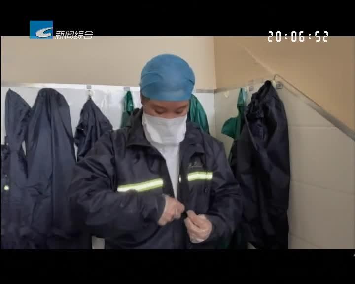 """众志成城 共克时艰:新闻特写:战""""疫""""一线 雨衣也是""""战衣"""""""