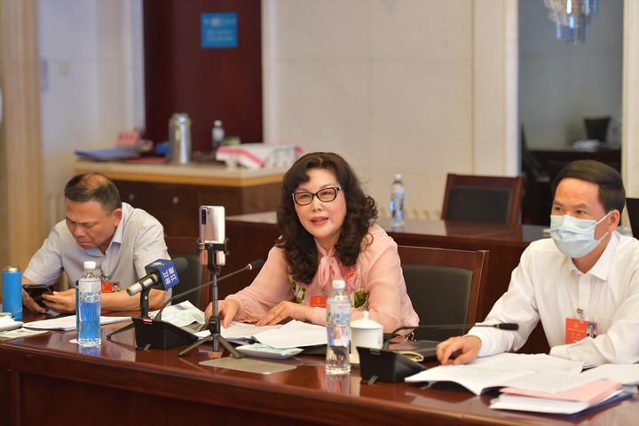 浙江代表团在驻地召开代表小组会议