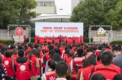常创文明城:万人志愿服务活动庆小荷志愿服务队成立三周年