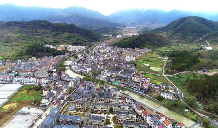 莲都区老竹畲族镇:紧紧扭住特色产业发展不放松  推动民族地区美丽城镇建设达到新水平