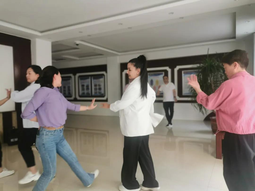 同唱一首歌 共跳一支舞——丽水援疆干部人才中秋开展民族交流交往交融活动
